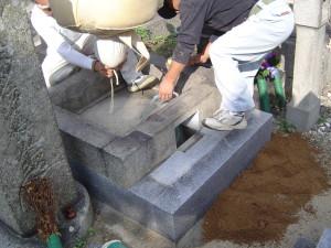 巻き石と芝石を組む